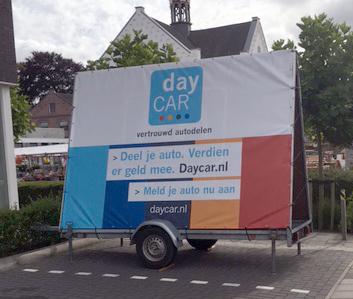 Promotie spandoek (245x350cm) Daycar.nl in huisstijl.